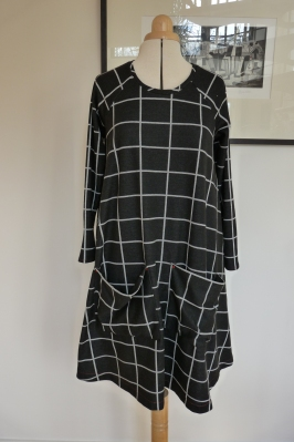 Closet Case Ebony dress with pockets
